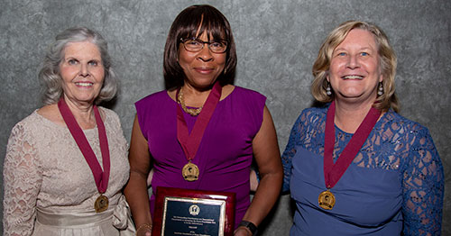 Photo of Dr. Gibson-Scipio receiving FAANP honor